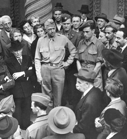 Dan Vittorio Segre, in British Army uniform, addresses a mixed crowd of Italians and American soldiers outside the synagogue of Turin, which had just been liberated